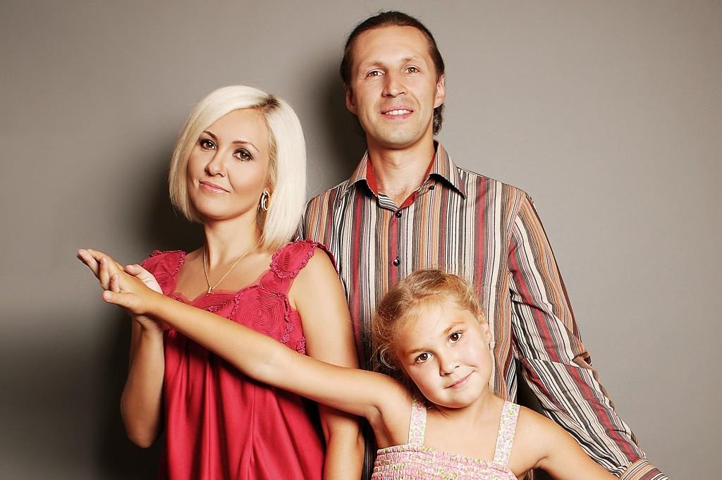 Василиса Володина с мужем Сергеем и дочерью Викой